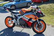 красивый Honda мотоцикл.