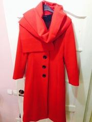 Продам Красное демисезонное пальто с шарфом